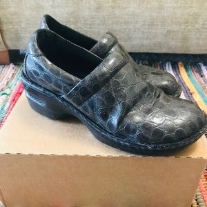 B.O.C. Born Size 7.5 Leather Gray Mules Clogs